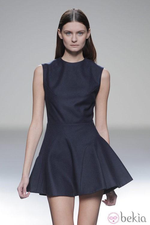 Vestido azul petróleo de la colección otoño/invierno 2013/2014 de Pepa Salazar en Madrid Fashion Week