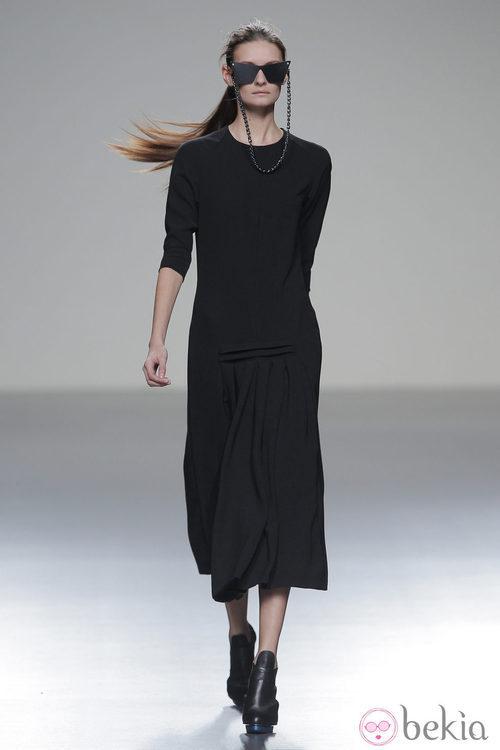 Vestido negro de la colección otoño/invierno 2013/2014 de POL en Madrid Fashion Week