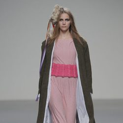 Vestido de rayas finas de la colección otoño/invierno 2013/2014 de Heridadegato en El Ego de Madrid Fashion Week