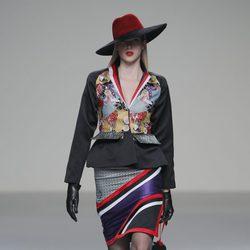 Traje multicolor de la colección otoño/invierno 2013/2014 de Eugenio Loarce en El Ego de Madrid Fashion Week