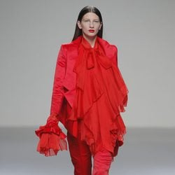 Traje de pantalón rojo de la colección otoño/invierno 2013/2014 de Eugenio Loarce en El Ego de Madrid Fashion Week
