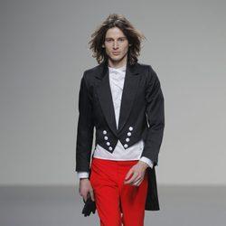 Pantalón rojo de la colección otoño/invierno 2013/2014 de Eugenio Loarce en El Ego de Madrid Fashion Week