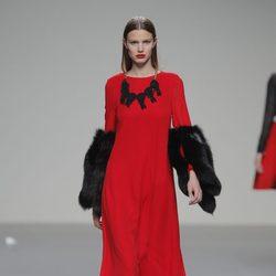 Vestido rojo de la colección otoño/invierno 2013/2014 de Pablo Erroz en El Ego de Madrid Fashion Week