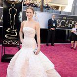 Jennifer Lawrence con un vestido de Dior en los Oscar 2013