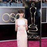 Anne Hathaway con un vestido de Prada en los Oscar 2013
