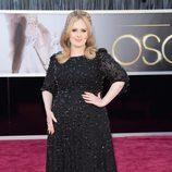 Adele con un vestido de Burberry en los Oscar 2013