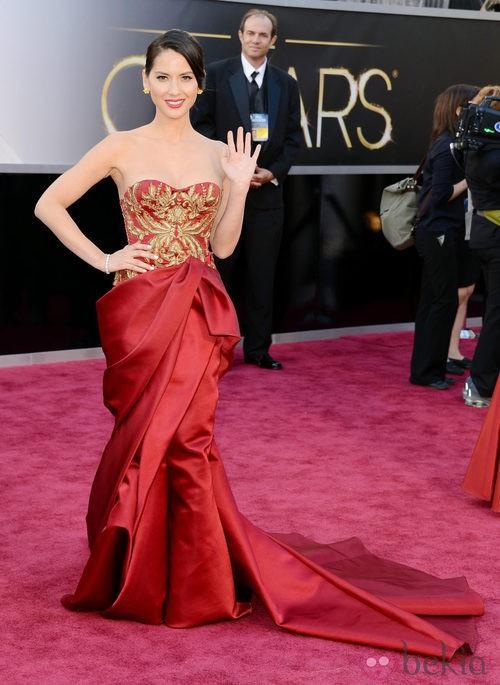 Olivia Munn con un vestido de Marchesa en los Oscar 2013