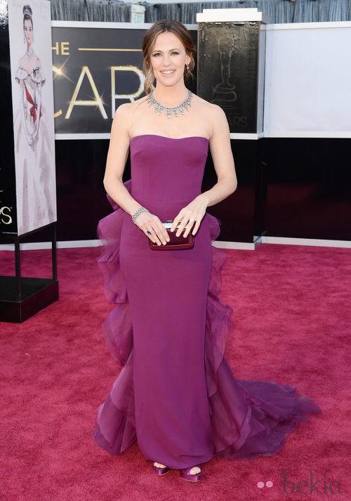 Jennifer Garner con un vestido morado de Gucci en los Oscar 2013