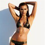 Irina Shayk con un bikini dorado de la colección primavera/verano 2013 de Beach Bunny