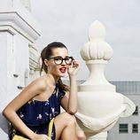 Malena Costa con unas cuñas de esparto de la colección primavera/verano 2013 de Refresh