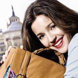 Malena Costa con un bolso de la colección primavera/verano 2013 de Refresh
