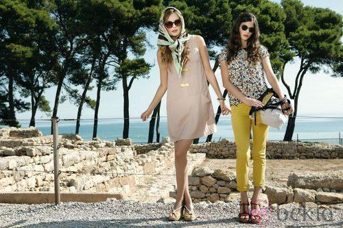 Alba Galocha y Dimphy Jansen posando con la colección primavera/verano 2013 de Indi & Cold