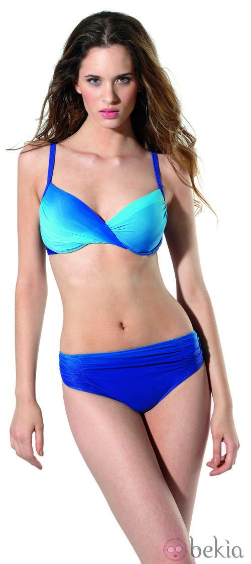 Bikini azul de la colección primavera/verano 2013 de Dolores Cortés