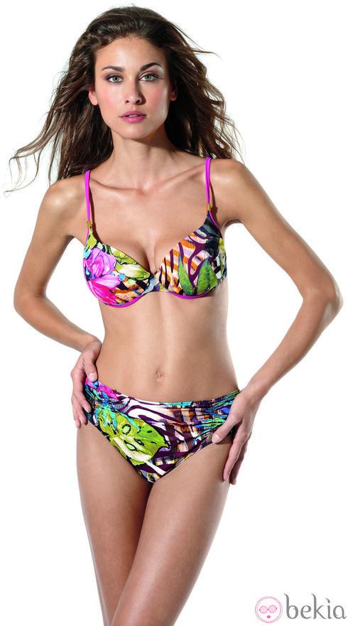 Bikini con estampados florales de la colección primavera/verano 2013 de Dolores Cortés