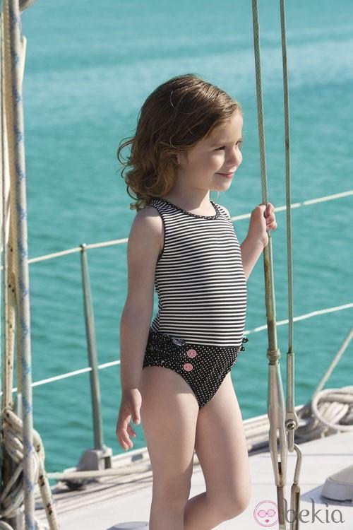 Bañador de la colección 'Navy Gold' verano 2013 de Dolores Cortés Kids