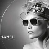 Laetitia Casta, imagen de la colección primavera/verano 2013 las gafas de sol de Chanel