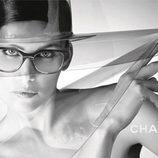 Laetitia Casta, embajadora de la colección primavera/verano 2013 de las gafas de sol de Chanel