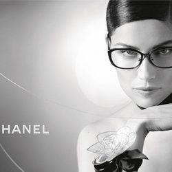 Laetitia Casta, imagen de la colección primavera/verano 2013 de gafas de sol de Chanel
