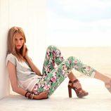 Anna Selezneva con un pantalón de flores de la colección primavera/verano 2013 de Calliope