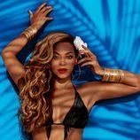 Beyoncé con un bikini negro de la colección primavera/verano 2013 de H&M