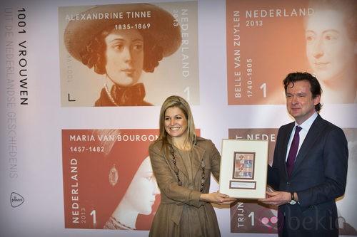 Máxima de Holanda con un vestido de traje ocre