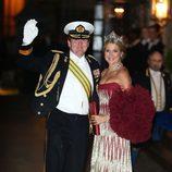 Máxima de Holanda con un vestido de gala palabra de honor