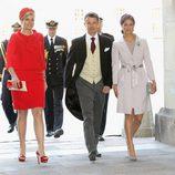 Máxima de Holanda con un vestido dos piezas de color rojo