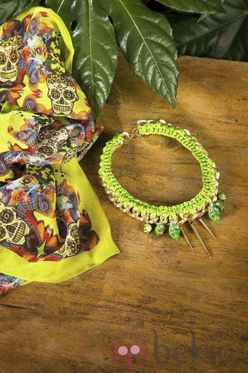 Pañuelo y collar de la colección primavera/verano 2013 de Maya Hansen para Fosco