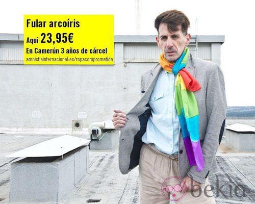 Fular arcoiris de la colección 'Ropa Comprometida' de Amnistía Internacional