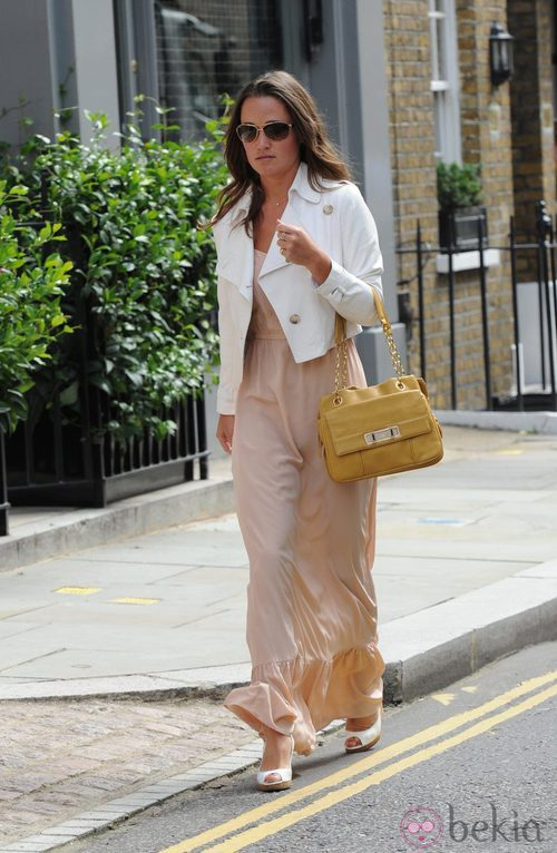 Pippa Middleton con vestido color nude