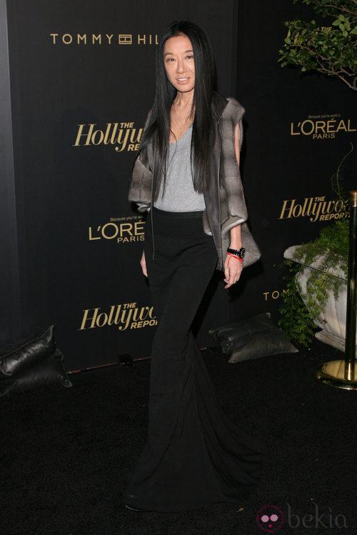Vera Wang con falda larga negra