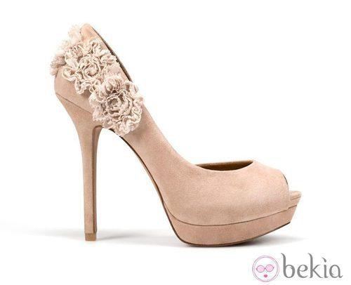 Zapatos de tacón nude de Zara