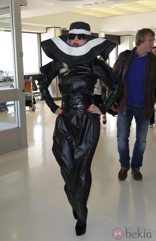 Look extravagante de Lady Gaga