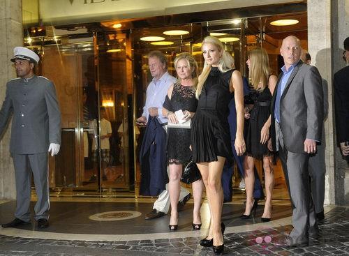 Las hermanas Hilton y su madre en la fiesta previa a la boda de Petra Ecclestone