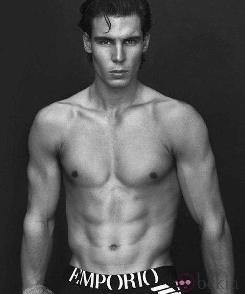 Rafa Nadal luce torso desnudo para Armani a principios de 2011