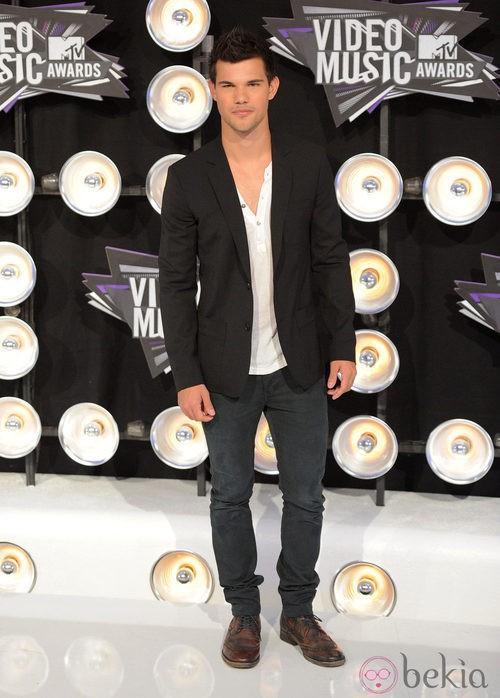 Taylor Lautner en los MTV Video Music Awards 2011