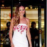 Sarah Jessica Parker, blanco y flores de Chanel en Moscú