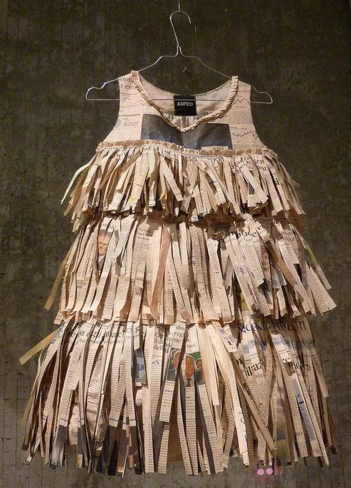 Vestido de papel con flecos de Aspesi