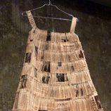 Vestido de papel de Aspesi con microtablas
