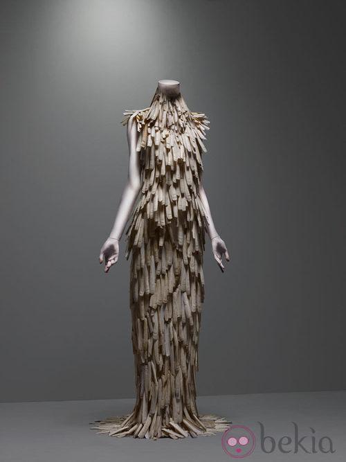 Vestido de conchas, colección VOSS de Alexander McQueen