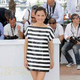 Elena Anaya con vestido de rayas de Dior en Cannes