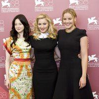 Andrea Riseborough, Madonna y Abbie Cornish de Elie Saab en el Festival de Venecia