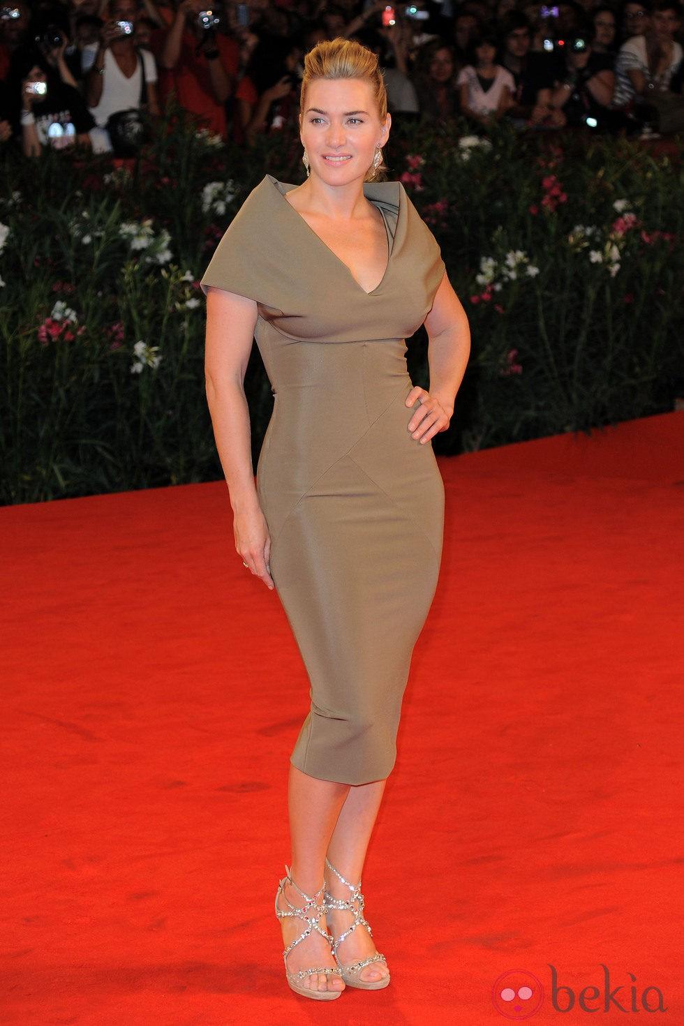 Kate Winslet con un diseño de Victoria Beckham en el Festival de Venecia