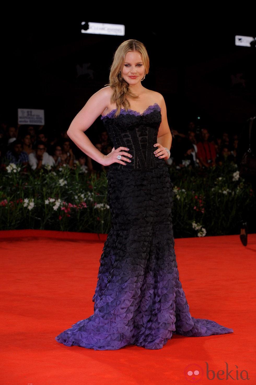 Abbie Cornish de Atelier Versace en el Festival de Venecia