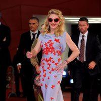 Madonna con vestido de mariposas de Vionnet en Venecia