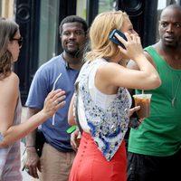 Blake Lively con chaleco de Matthew Williamson en el rodaje de 'Gossip girl'
