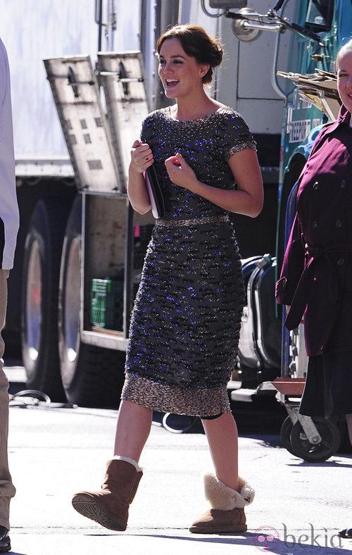 Leighton Meester en el rodaje de 'Gossip gril' vestida de Oscar de la Renta