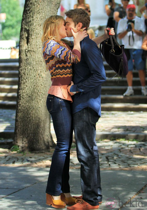 Kaylee DeFer en el rodaje de 'Gossip girl'