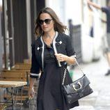 Pippa Middleton con vestido negro en Londres
