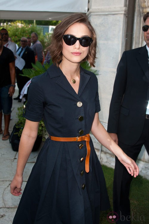 Keira Knightley con gafas cat eye de Ralph Lauren